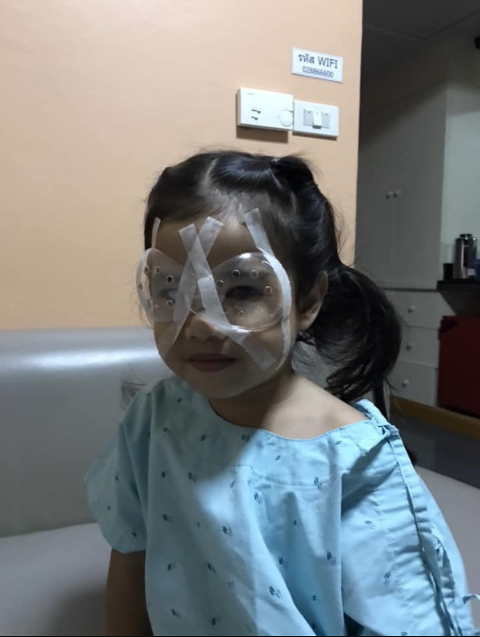 sajagempak.com - Kedua Mata Budak Perempuan Tak Berfungsi Secara Serentak Dan Terpaksa Dibedah, Punca Terlampau Kerap Main Handphone